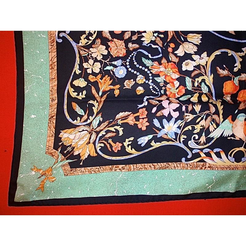 Carré Hermès Pierres d Orient et d Occident Zoom En solde. Précédent.  Suivant b9460649684