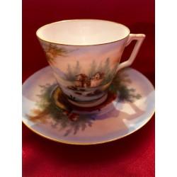 Tasse à café et soucoupe...