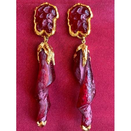 Boucles d'oreilles créateur plaquées or résine rouge